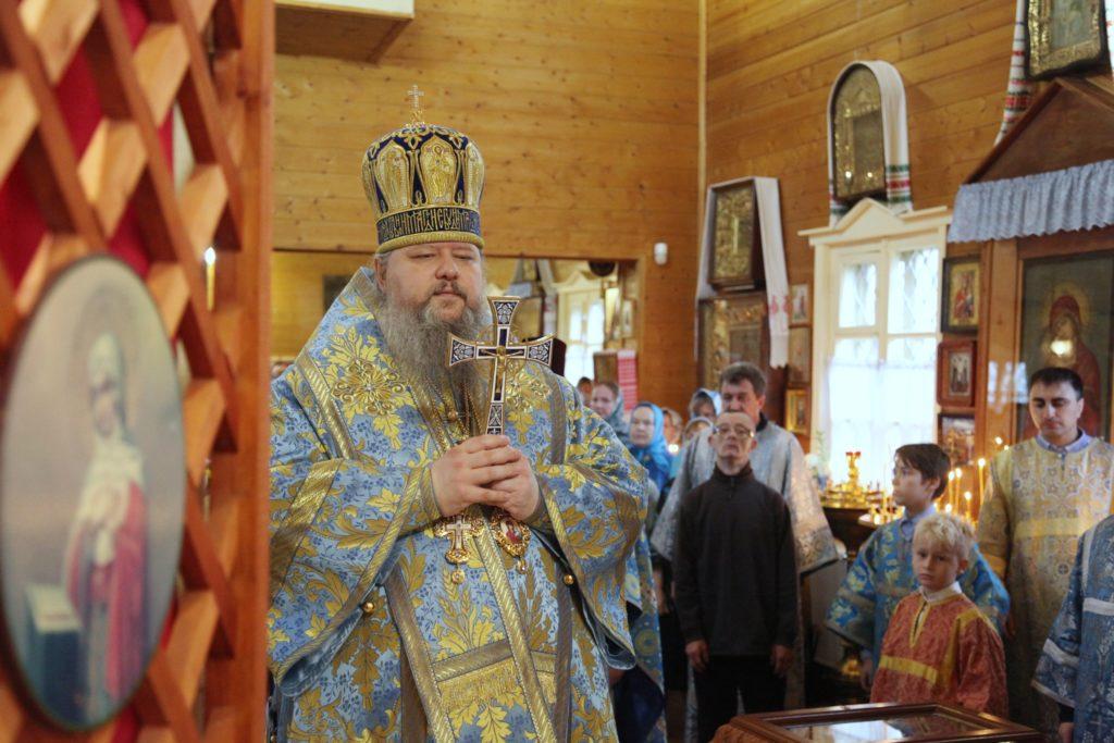 МИТРОПОЛИТ КОРНИЛИЙ В ПРАЗДНИК ПОКРОВА БОЖИЕЙ МАТЕРИ СОВЕРШИЛ ЛИТУРГИЮ В НОВОДВИНСКЕ